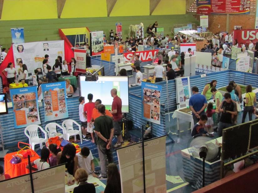 Festa da Ciência em 2013, realizada no Ginásio de Esportes Darcy Cesar Improta (Foto: Marina Moia)