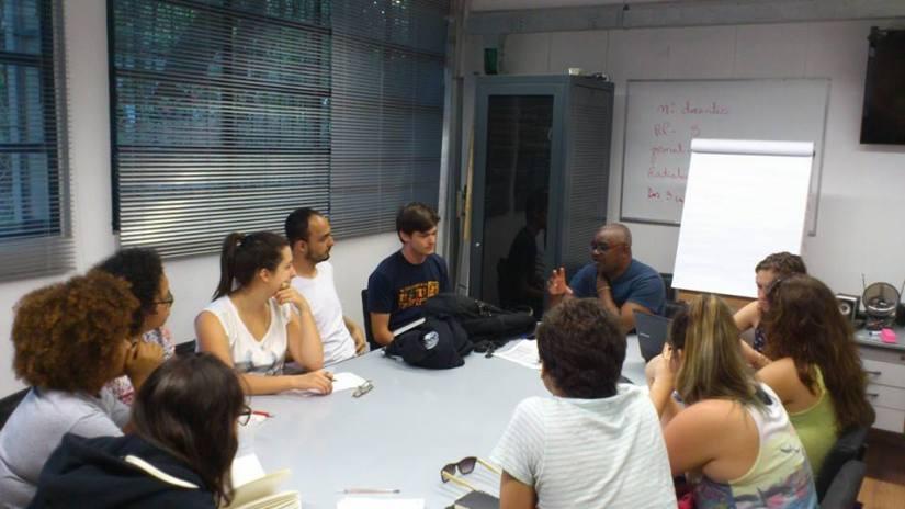 Uma das reuniões do projeto. Foto: página oficial do Facebook do NeoCriativa